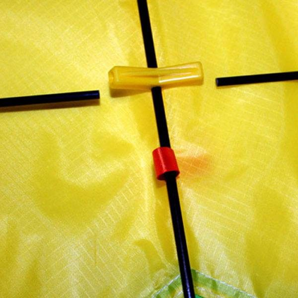 close up showing rods and dihedral on diamond tricolour kids kite