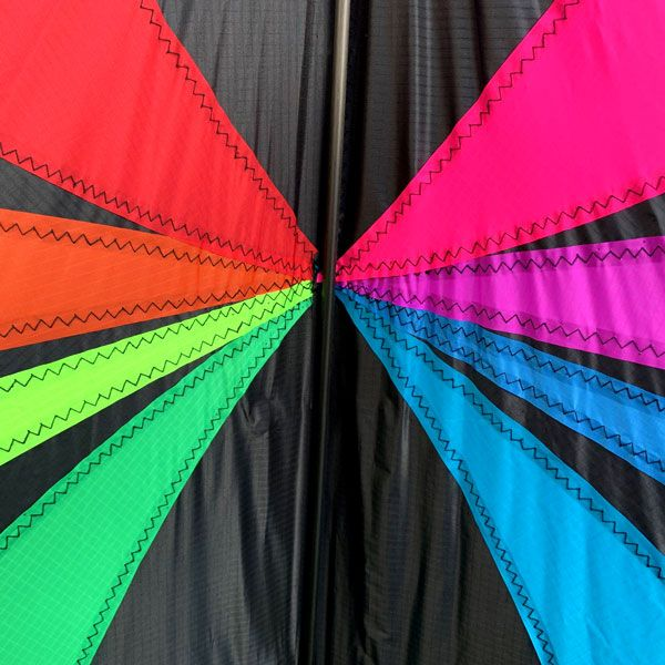 image of graphics pattern of Fluid high performance stunt kite for sale in Australia by Leading Edge kites
